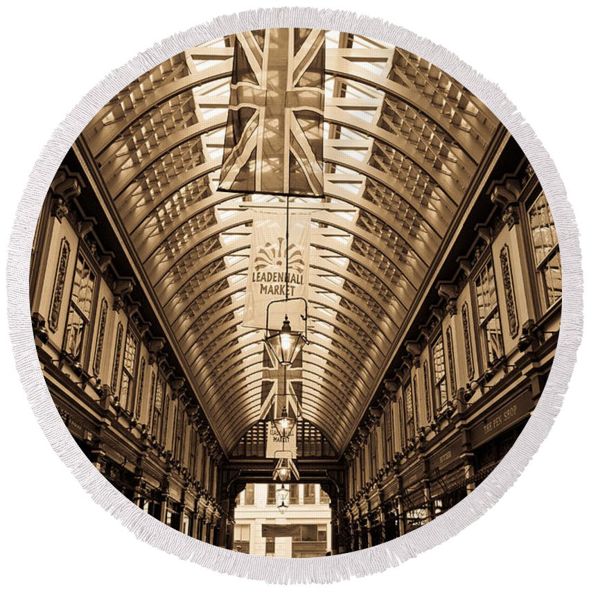 Leadenhall Round Beach Towel featuring the photograph Leadenhall Market London by David Pyatt