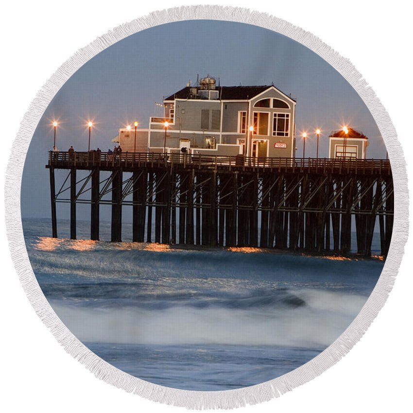 Oceanside Round Beach Towel featuring the photograph 8038 by Daniel Knighton