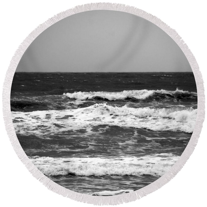 Waves Round Beach Towel featuring the photograph A Gray November Day At The Beach - II by Susanne Van Hulst