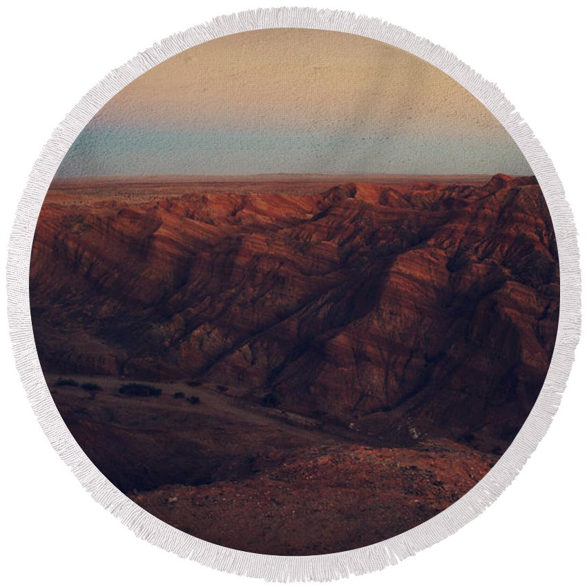 Landscape Round Beach Towel featuring the photograph A Hot Desert Evening by Laurie Search