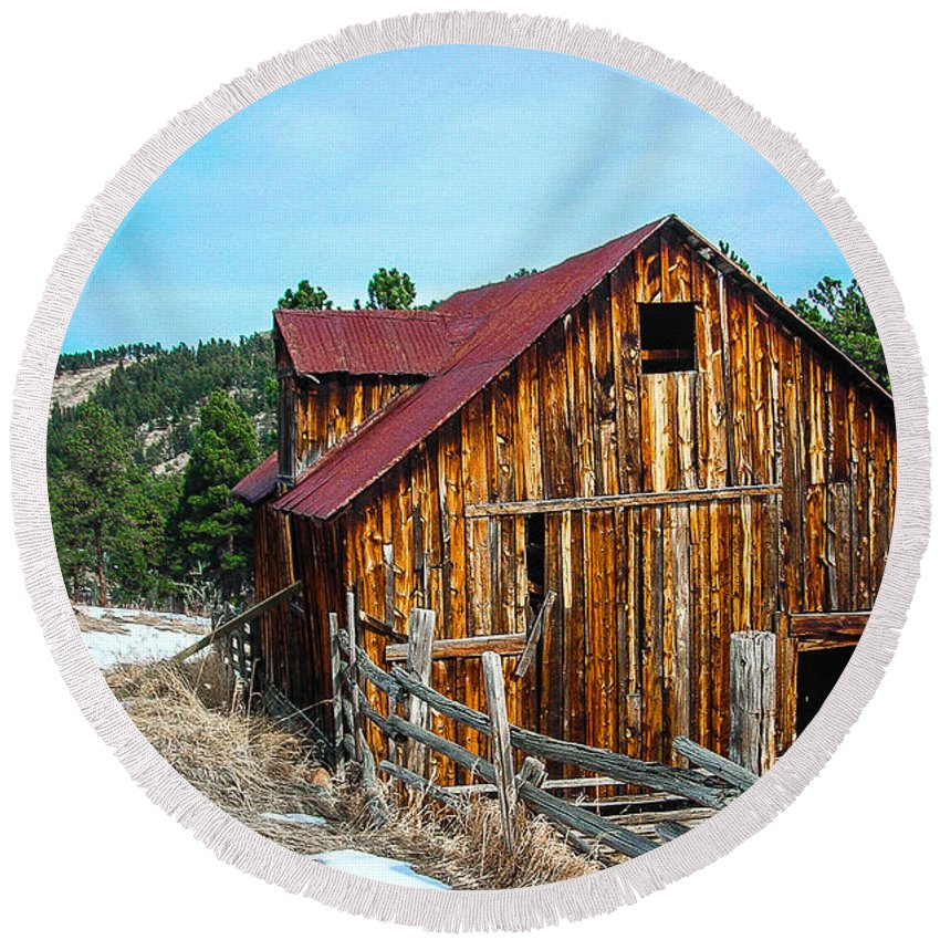 Round Beach Towel featuring the photograph Abandoned Barn Ll by Shannon Harrington