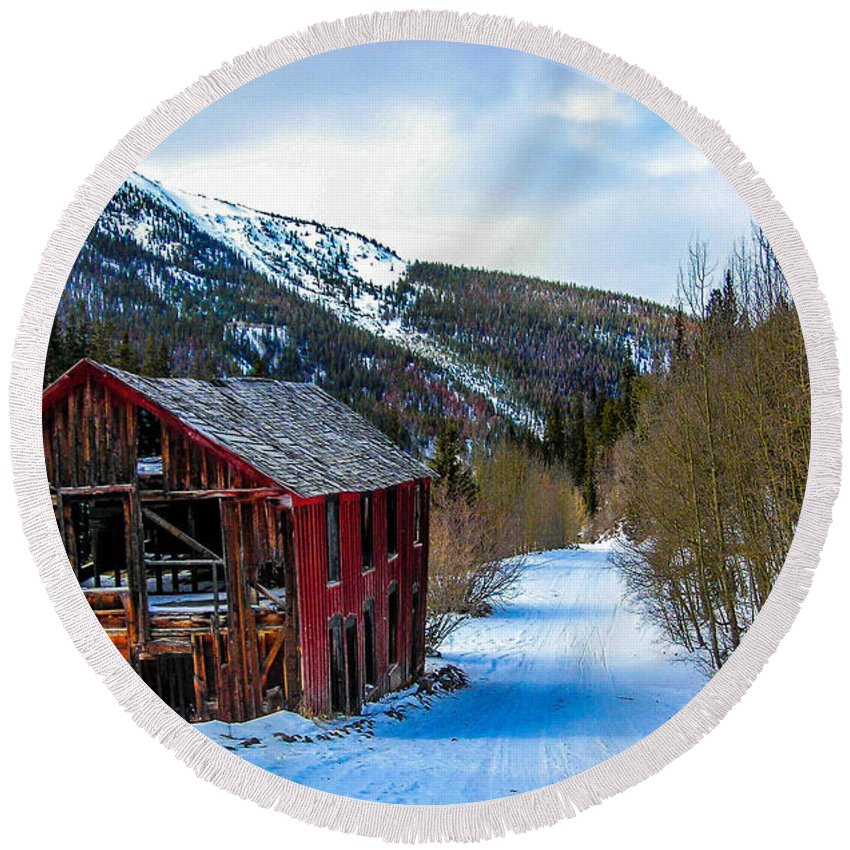 Colorado Round Beach Towel featuring the photograph Abandoned Building by Shannon Harrington
