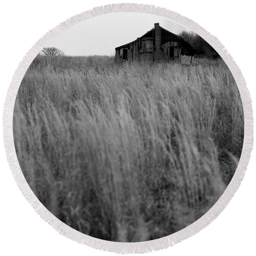 Landscape Round Beach Towel featuring the photograph Abandoned Shack Bw by Mike Nellums