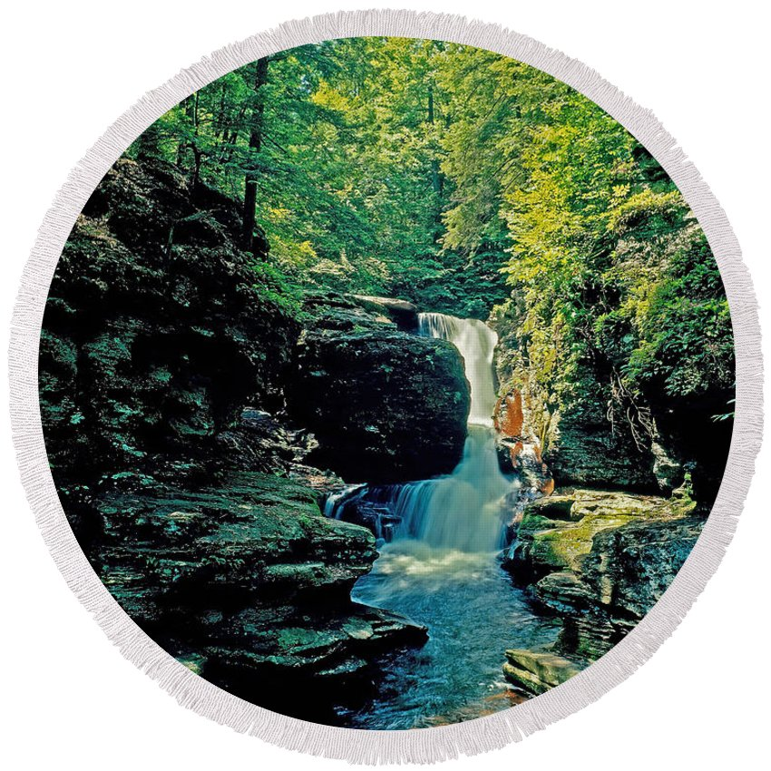 Pennsylvania Round Beach Towel featuring the photograph Adams Falls by Rich Walter