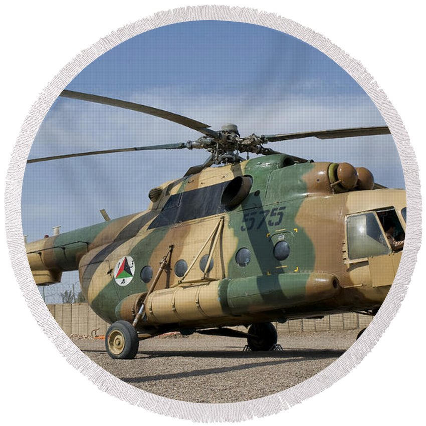 Afghanistan Round Beach Towel featuring the photograph An Afghan Air Force Mi-17 Helicopter by Giovanni Colla