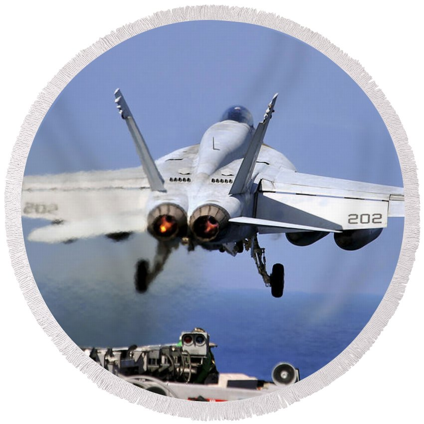 Uss Abraham Lincoln Round Beach Towel featuring the photograph An Fa-18e Super Hornet Takes by Stocktrek Images
