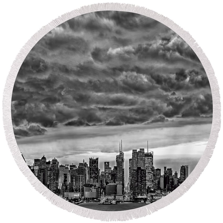 Thunderclouds Round Beach Towel featuring the photograph Angry Skies Over Nyc by Susan Candelario