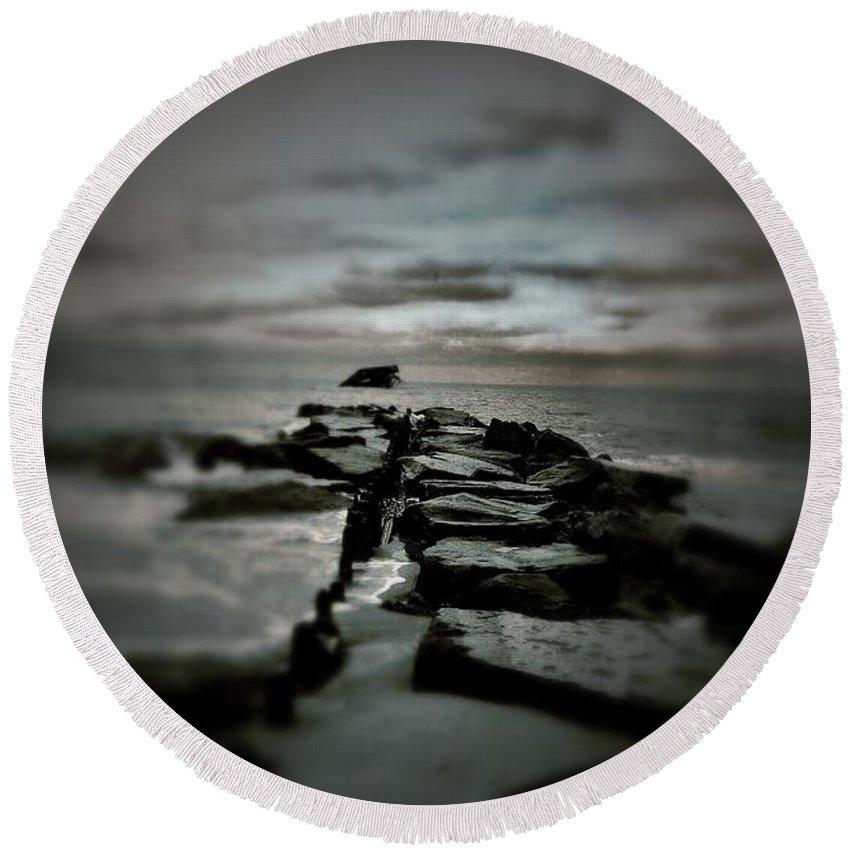 Ocean Round Beach Towel featuring the photograph Aquatic Pathway by Scott Wyatt