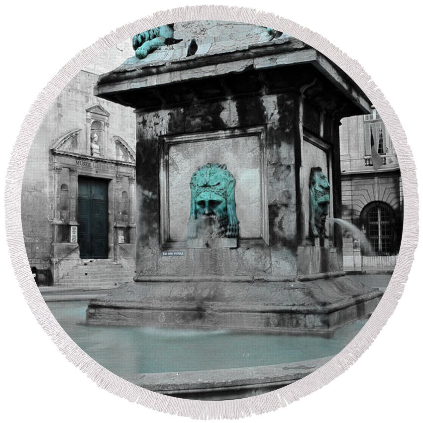 Arles Round Beach Towel featuring the photograph Arles Fountain With A Spot Of Color by Greg Matchick
