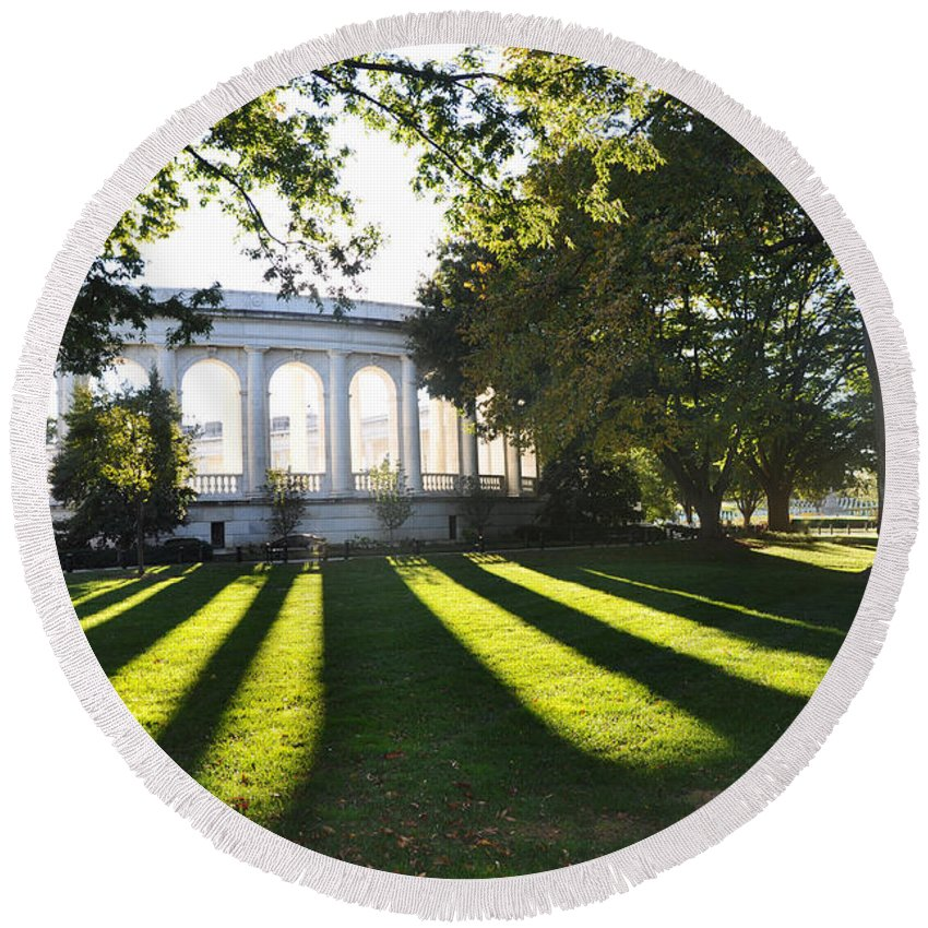 Tomb Of The Unknowns At Arlington National Cemetery Round Beach Towel featuring the photograph Arlington Memorial Amphitheater by Brittany Horton