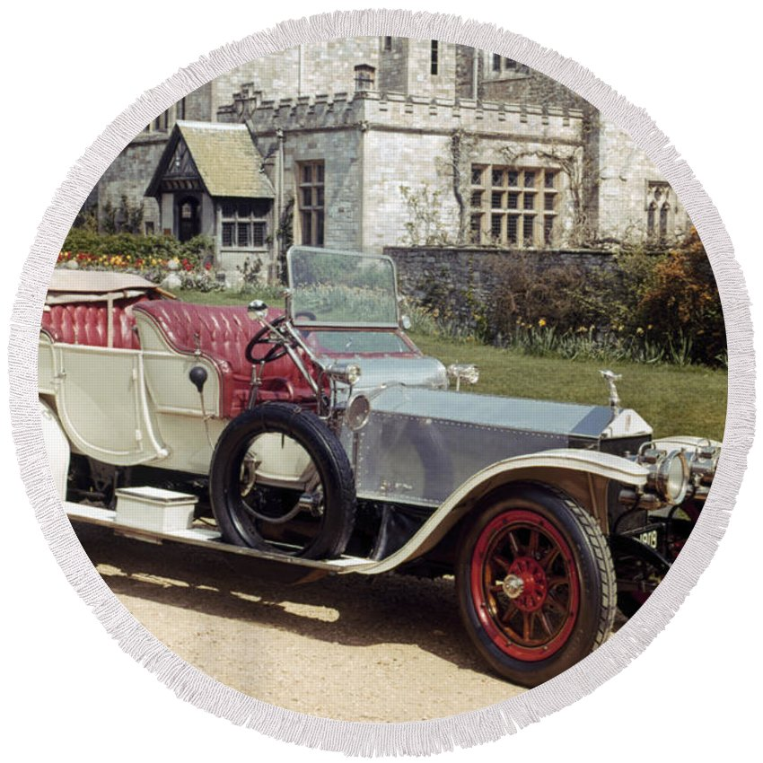 1909 Round Beach Towel featuring the photograph Auto: Rolls-royce, 1909 by Granger