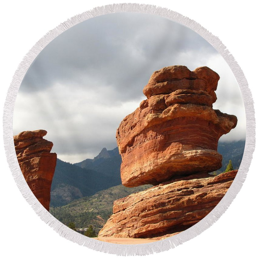 Garden Of The Gods Round Beach Towel featuring the photograph Balanced Rock by Marilyn Smith