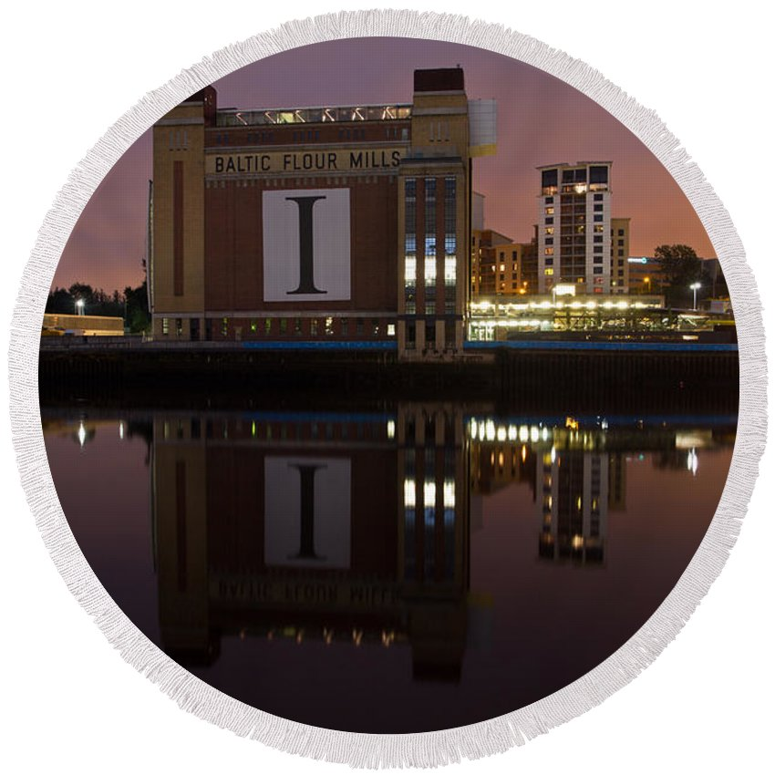 River Tyne Round Beach Towel featuring the photograph Baltic At Night by David Pringle