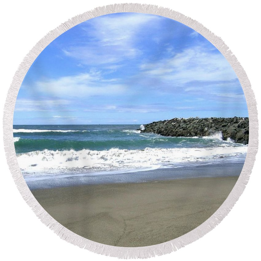 South Jetty Round Beach Towel featuring the photograph Bandon South Jetty by Will Borden
