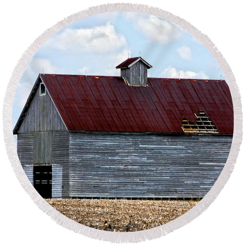 Abandoned Round Beach Towel featuring the photograph Barn And Tree by Alan Look