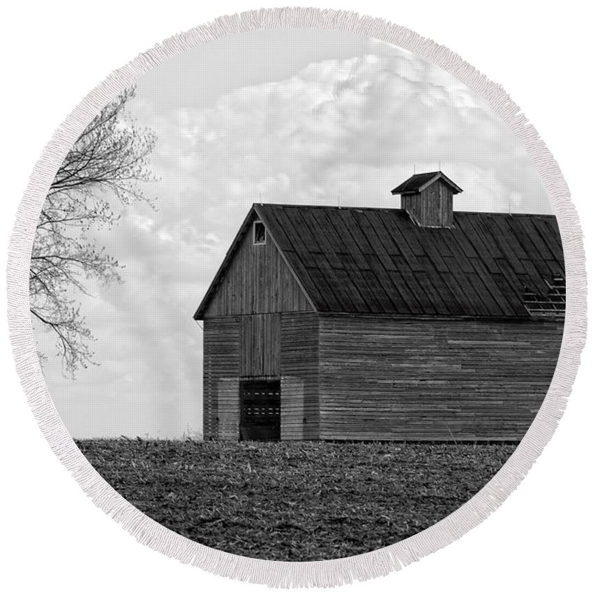 Abandoned Round Beach Towel featuring the photograph Barn And Tree In Black And White by Alan Look