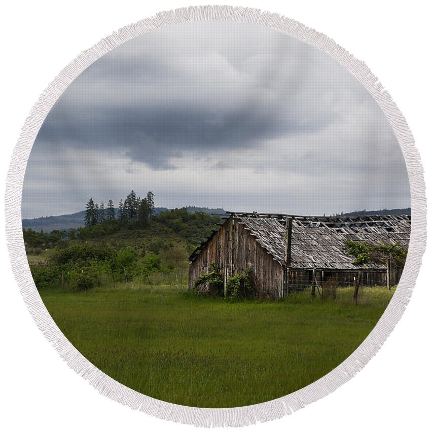Barn Round Beach Towel featuring the photograph Barn Near Shady Cove by Mick Anderson