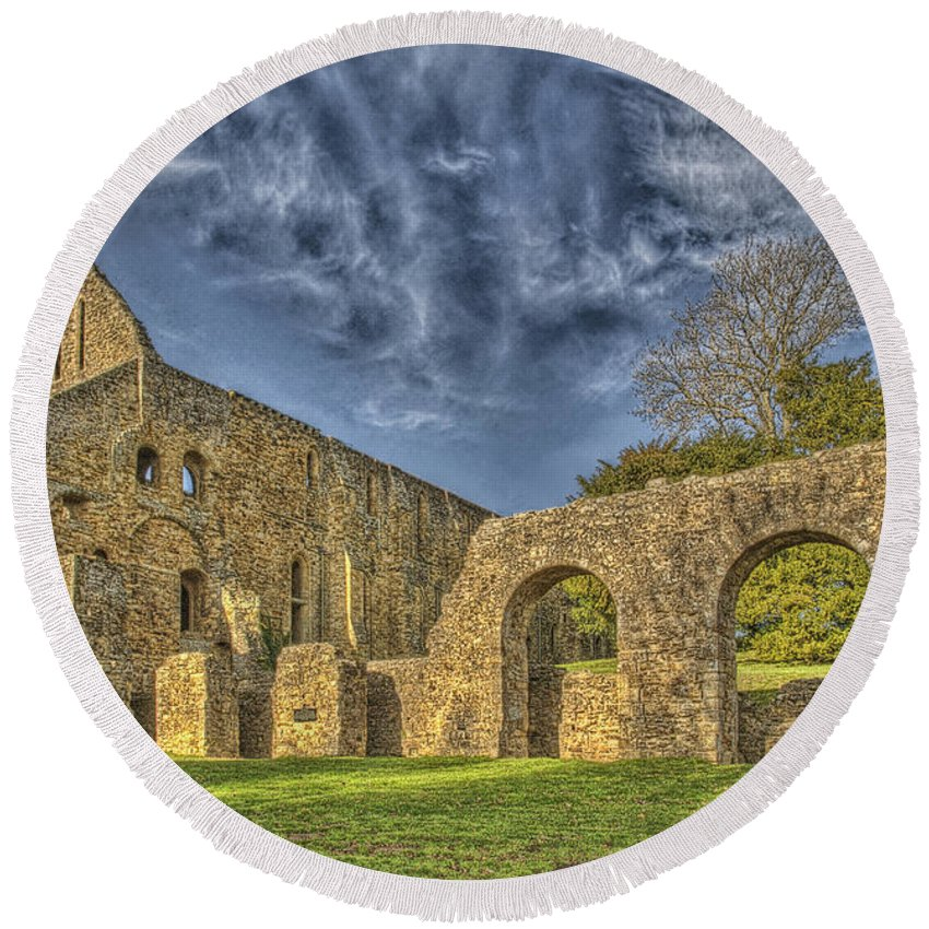 Battle Abbey Round Beach Towel featuring the photograph Battle Abbey Ruins by Chris Thaxter