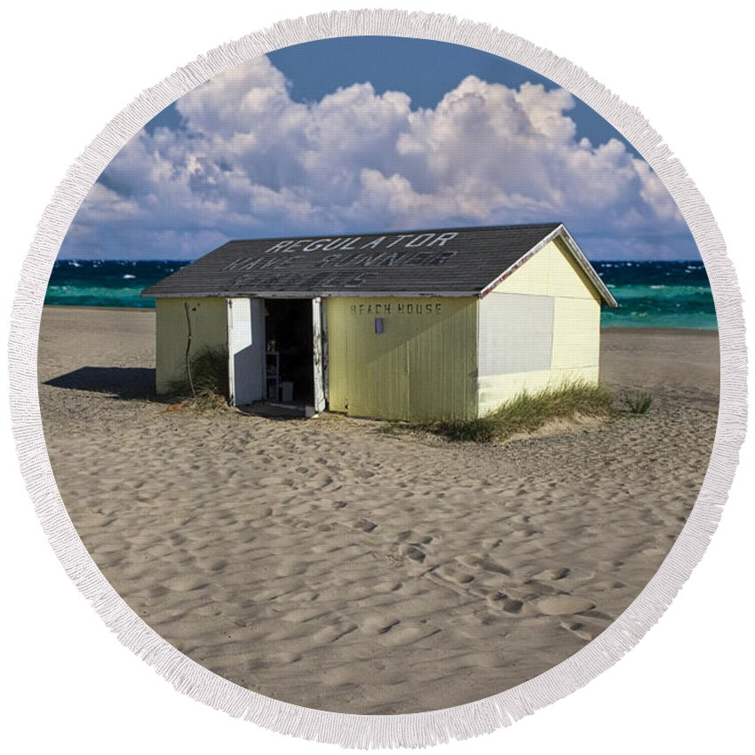 Art Round Beach Towel featuring the photograph Beach House Along The Shore by Randall Nyhof