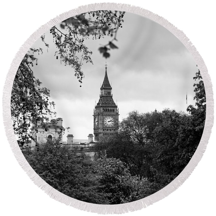 Big Ben Round Beach Towel featuring the photograph Big Ben by Andrew Fare