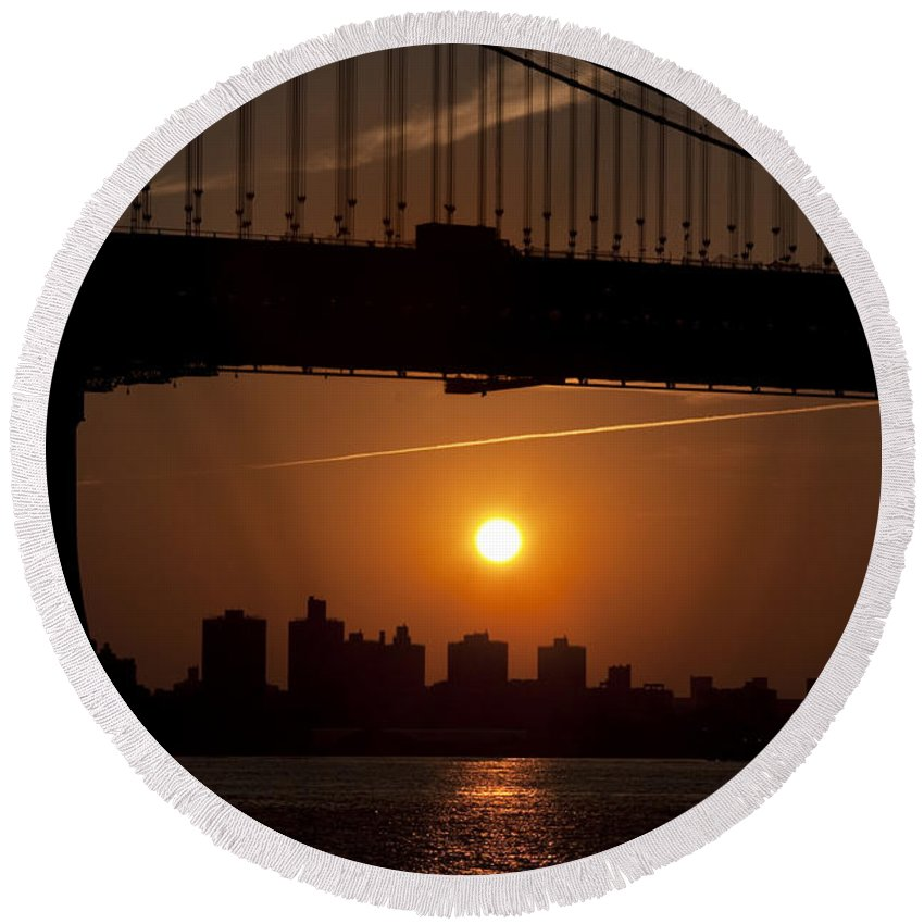 Brooklyn Bridge Sunrise Round Beach Towel featuring the photograph Brooklyn Bridge Sunrise by Bill Cannon