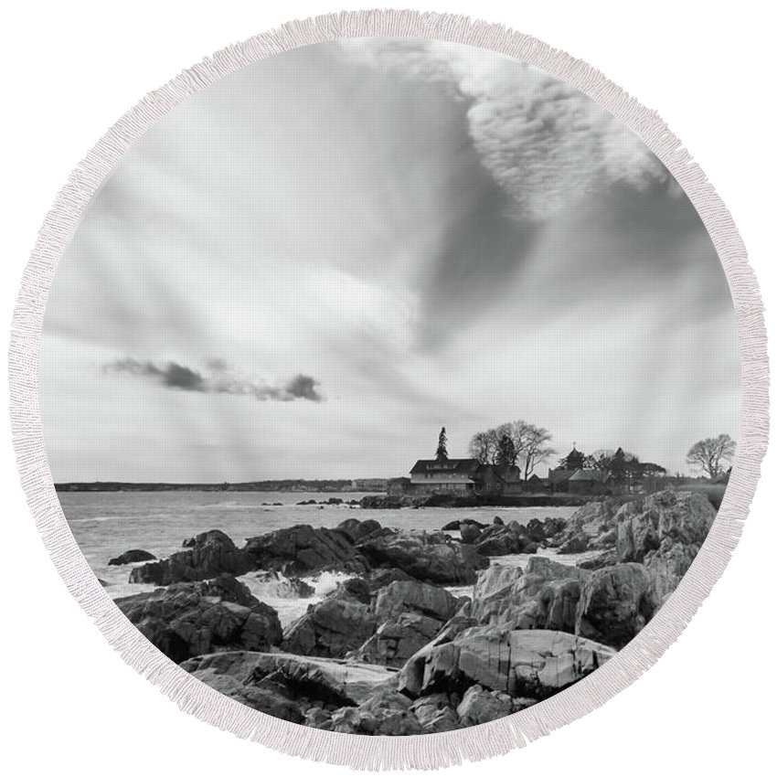 Guy Whiteley Photography Round Beach Towel featuring the photograph Cape Arundel 4715 by Guy Whiteley