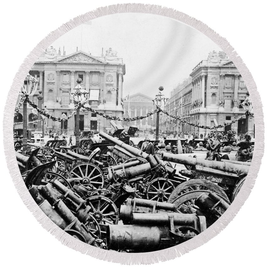 German Round Beach Towel featuring the photograph Captured German Guns At Palace De La Concorde In Paris - France by International Images