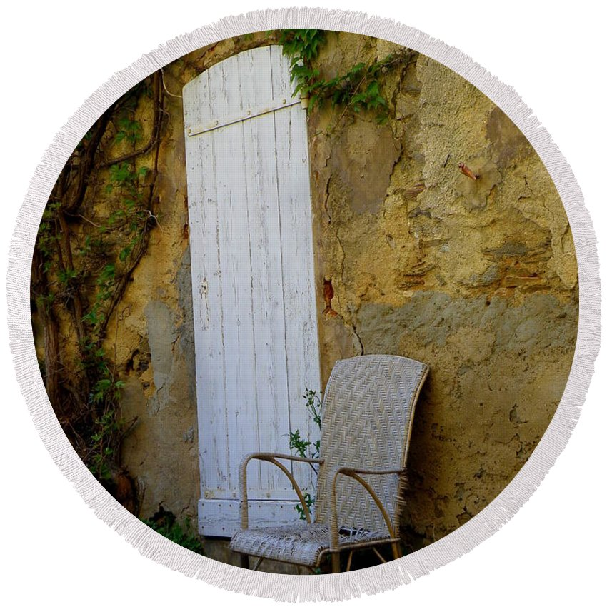 Door Round Beach Towel featuring the photograph Chair By The White Door by Lainie Wrightson