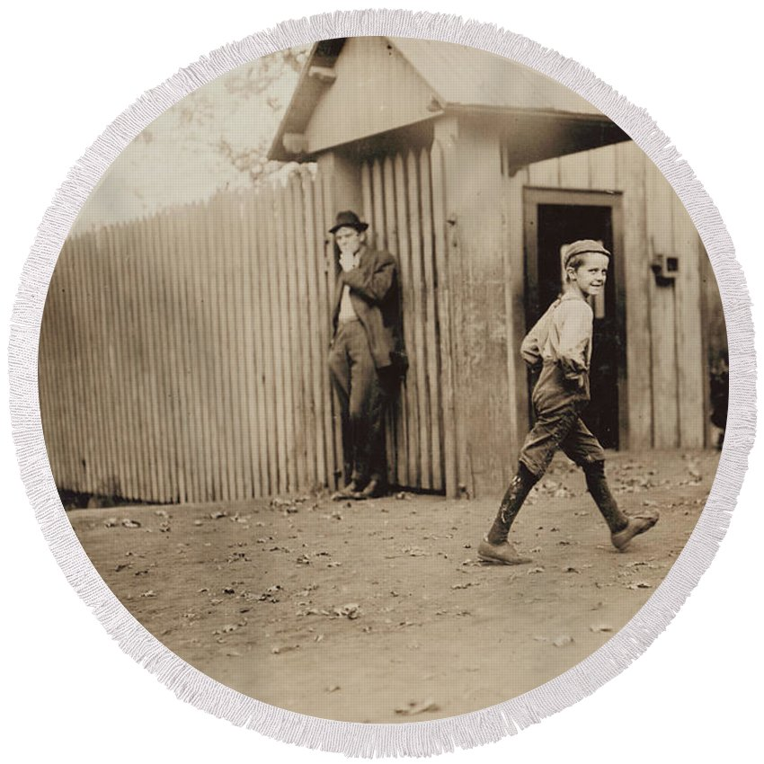 Alabama Round Beach Towel featuring the photograph Child Goes To Work At Mill In Alabama - 1910 by International Images