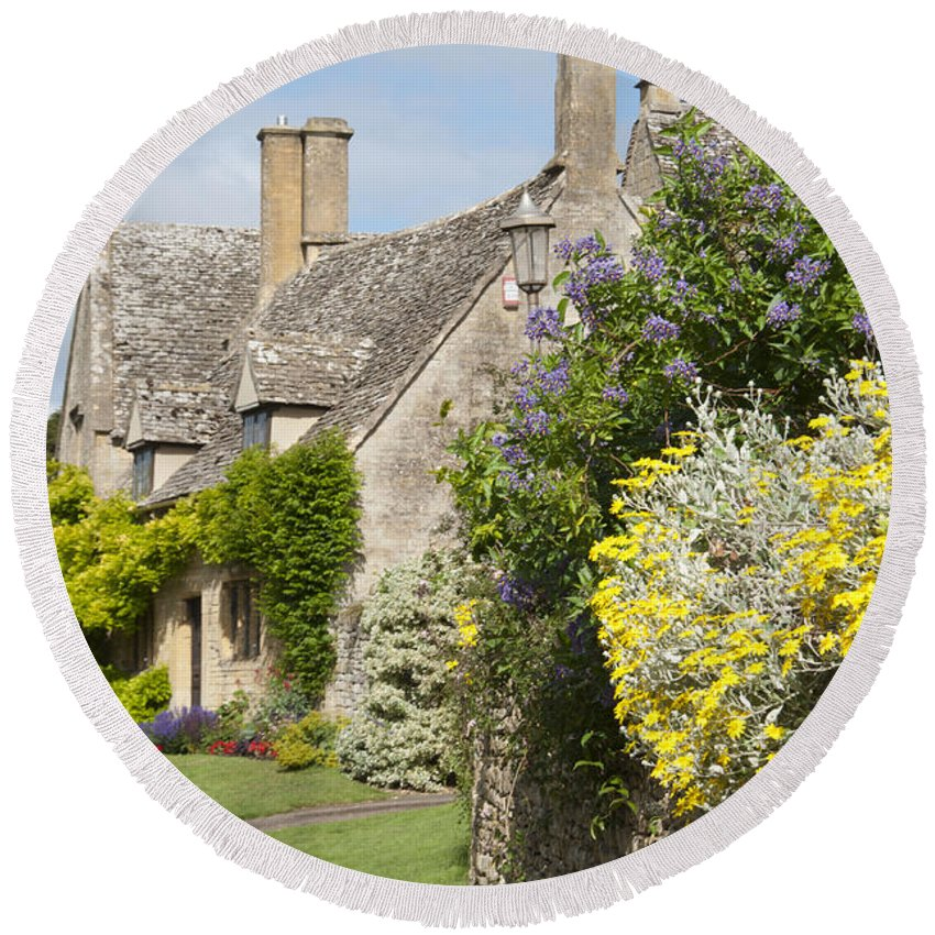 Cottages Round Beach Towel featuring the photograph Chipping Campden by Andrew Michael