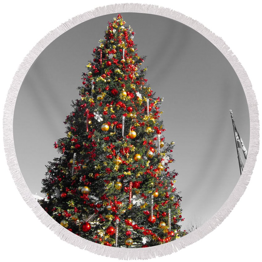Christmas Tree At Pier 39-fishermans Wharf Round Beach Towel featuring the photograph Christmas Tree At Pier 39 by Douglas Barnard