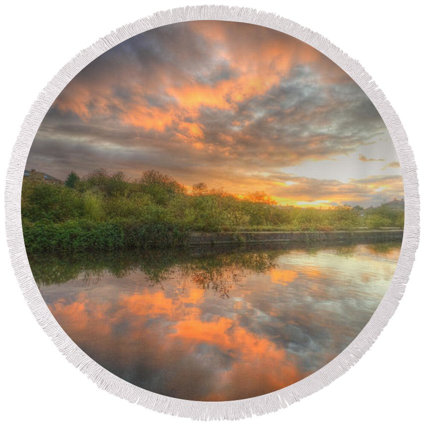 Yhun Suarez Round Beach Towel featuring the photograph Chromalite Echo 4.0 by Yhun Suarez