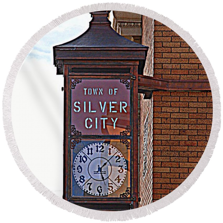 Clock Round Beach Towel featuring the photograph City Clock In Silver City Nm by Susanne Van Hulst