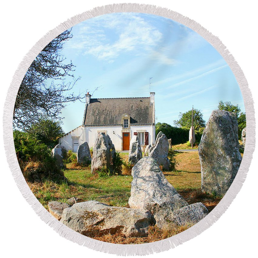 Cottage Round Beach Towel featuring the photograph Cottage With Standing Stones by Diana Haronis