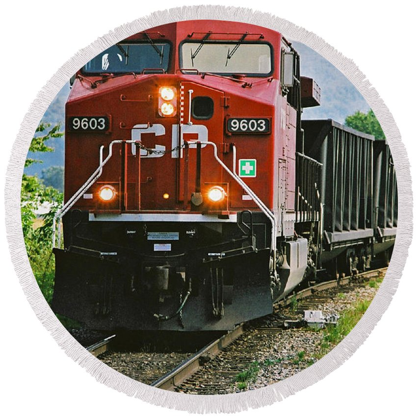 Trains Round Beach Towel featuring the photograph Cp Coal Train Close Up by Randy Harris