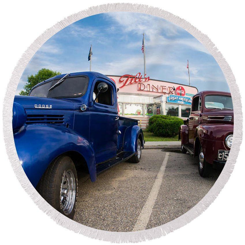 Car Round Beach Towel featuring the photograph Cruise Night At The Diner by Edward Fielding