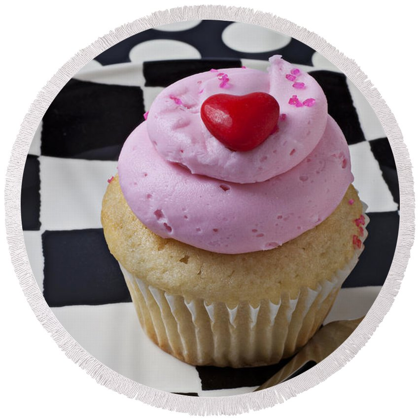 Cupcake Round Beach Towel featuring the photograph Cupcake With Heart On Checker Plate by Garry Gay