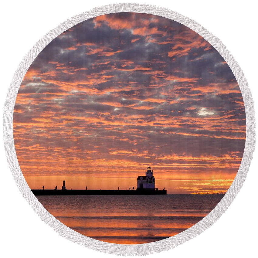 Lighthouse Round Beach Towel featuring the photograph Dawn Highlights by Bill Pevlor
