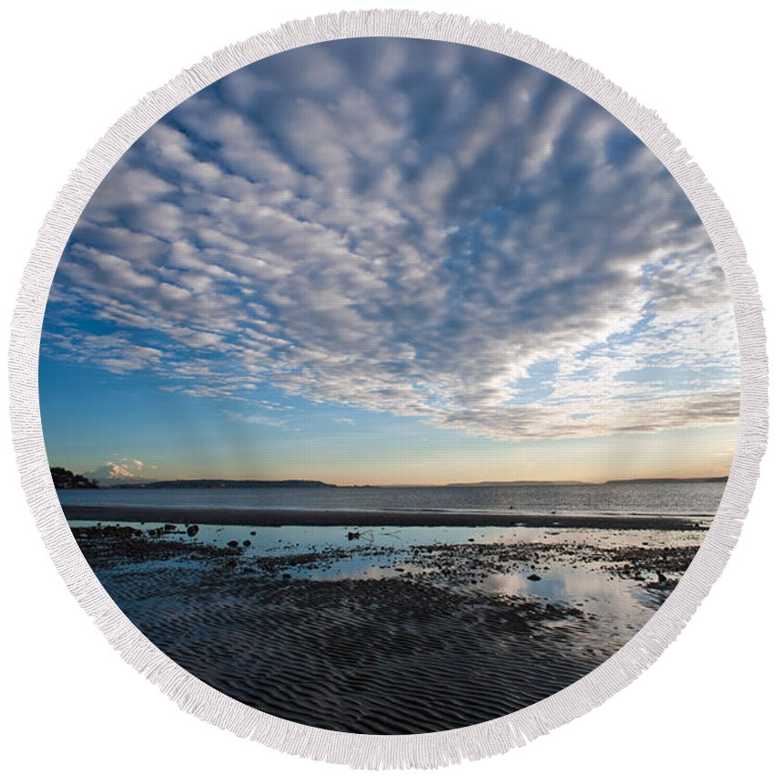 Discovery Park Round Beach Towel featuring the photograph Discovery Park Beach Sunset by Mike Reid