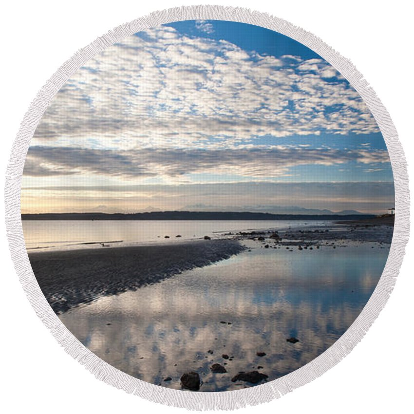 Discovery Park Round Beach Towel featuring the photograph Discovery Park Tidepools by Mike Reid