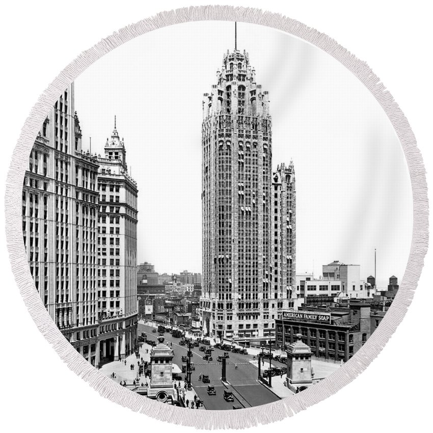 1920's Round Beach Towel featuring the photograph Downtown Chicago by Underwood Archives