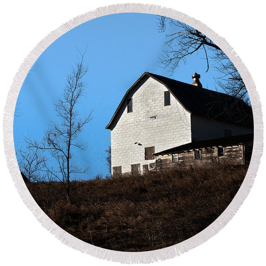 Barn Round Beach Towel featuring the photograph Early Morning Barn by Edward Peterson
