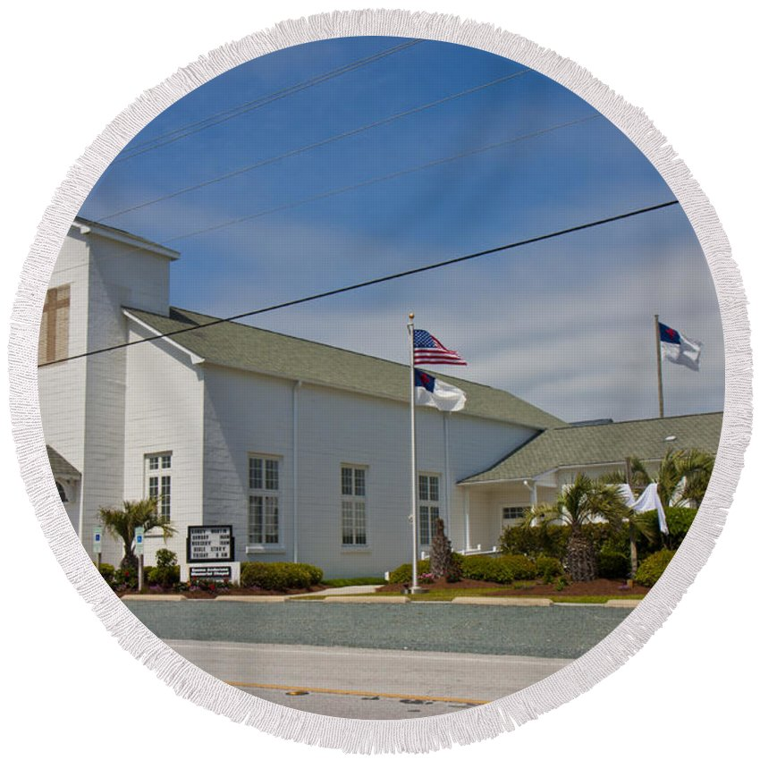 Topsail Round Beach Towel featuring the photograph Emma Anderson Memorial Chapel by Betsy Knapp