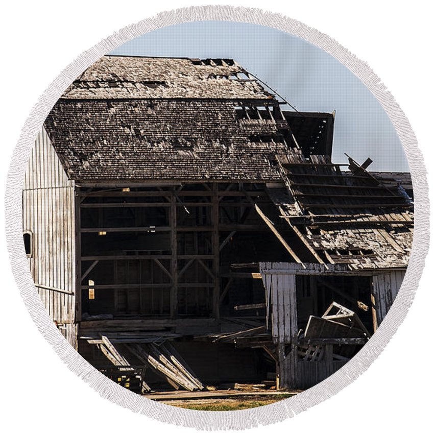 Barns Round Beach Towel featuring the photograph Empty by Edward Peterson