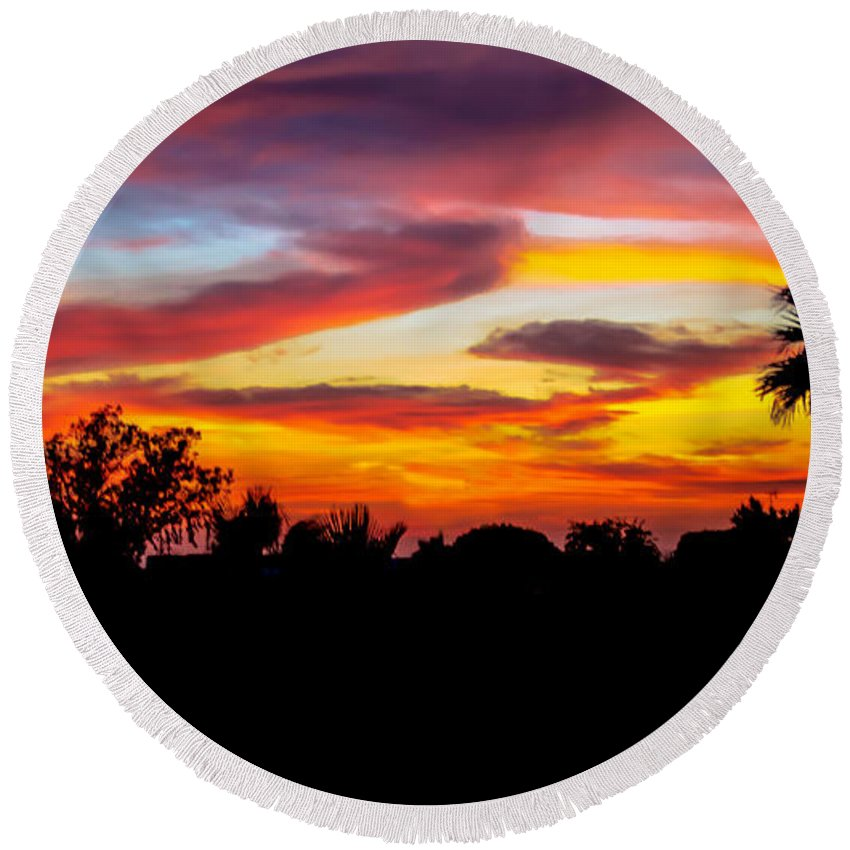 Sunrise Round Beach Towel featuring the photograph Evening Best by Robert Bales