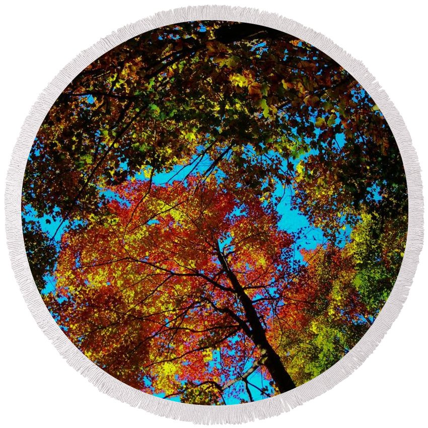 North America Round Beach Towel featuring the photograph Fall Arrives ... by Juergen Weiss