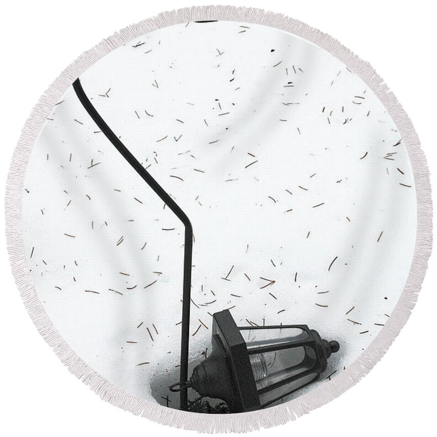 Lamplight Round Beach Towel featuring the photograph Fallen Lamplight In Snow by Mike Nellums