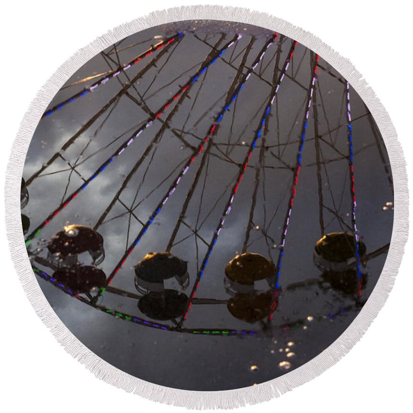 Ferris Wheel Round Beach Towel featuring the photograph Ferris Wheel Reflection by Darleen Stry