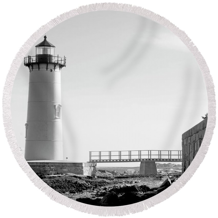 Lighthouse Round Beach Towel featuring the photograph Fort Constitution Light by Greg Fortier