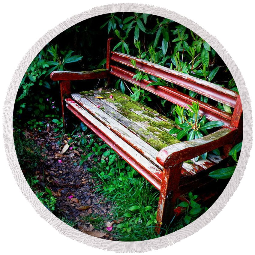 Garden Round Beach Towel featuring the photograph Garden Bench At The Old Rectory by Lainie Wrightson